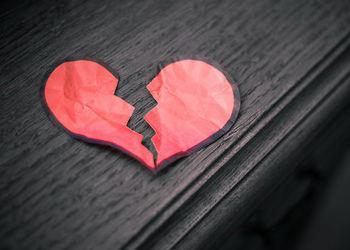 看着情人辛苦维持的婚姻 我好心疼