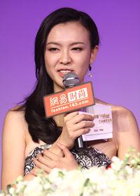 李艾获中国创造年度时尚主持人奖