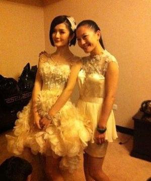 谢娜身披兰玉为其设计的婚纱