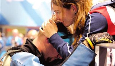 北京奥运再次失利卡特琳娜将埃蒙斯拥入怀中_女人帮说爱系列013_网易女人