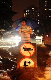 钓鱼岛 反日游行 北京暴雨3