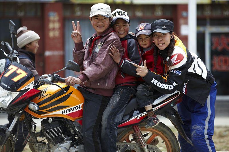 李鹤,新蜂女子车队,女赛车手,摩托车比赛,性别平等,不一样女人,大发快3走势图_快3app邀请码_总代-女人,女人专题