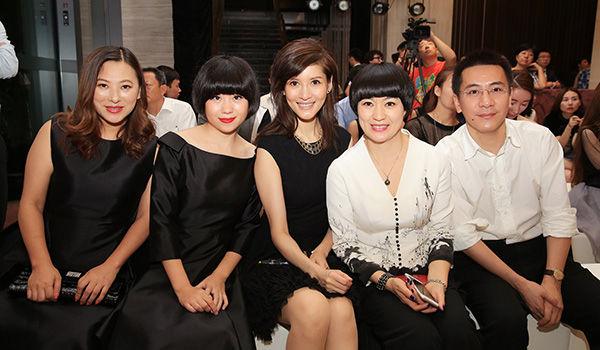左起网易时尚总监彭晓华、设计师李薇、著名主持人沈星、融创中国高级副总娄艳青、网易副总编辑曾光明