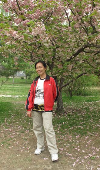 2011年4月25日,吴幼坚64岁生日当天在北京玉渊潭公园的晚樱花树下