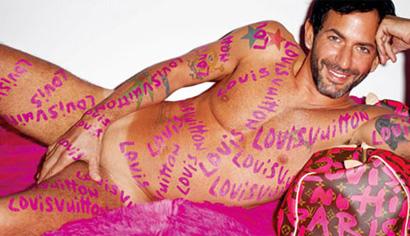 LV的创意总监Marc Jacobs亲自全裸上阵,演绎涂鸦LV