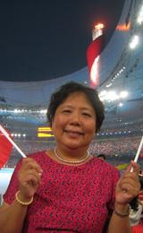 2008年,北京,冯妈妈在奥运会闭幕式上留影