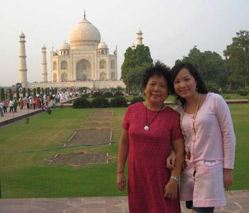 冯妈妈和女儿在印度的合影