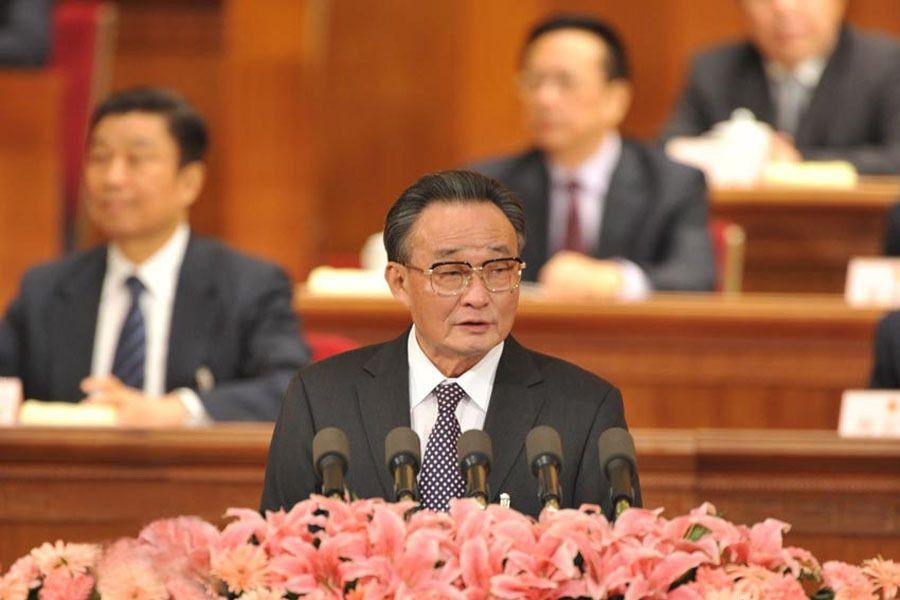 十一届人大五次会议举行第三次会议