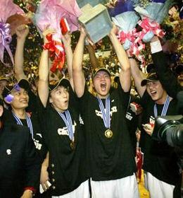 广东夺得07-08赛季总冠军后庆祝