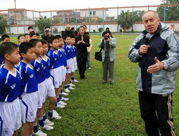 克劳琛曾在中国创办了伯乐计划。