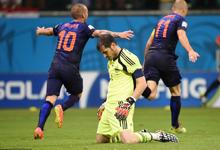 西班牙1-5遭荷兰逆转狂屠