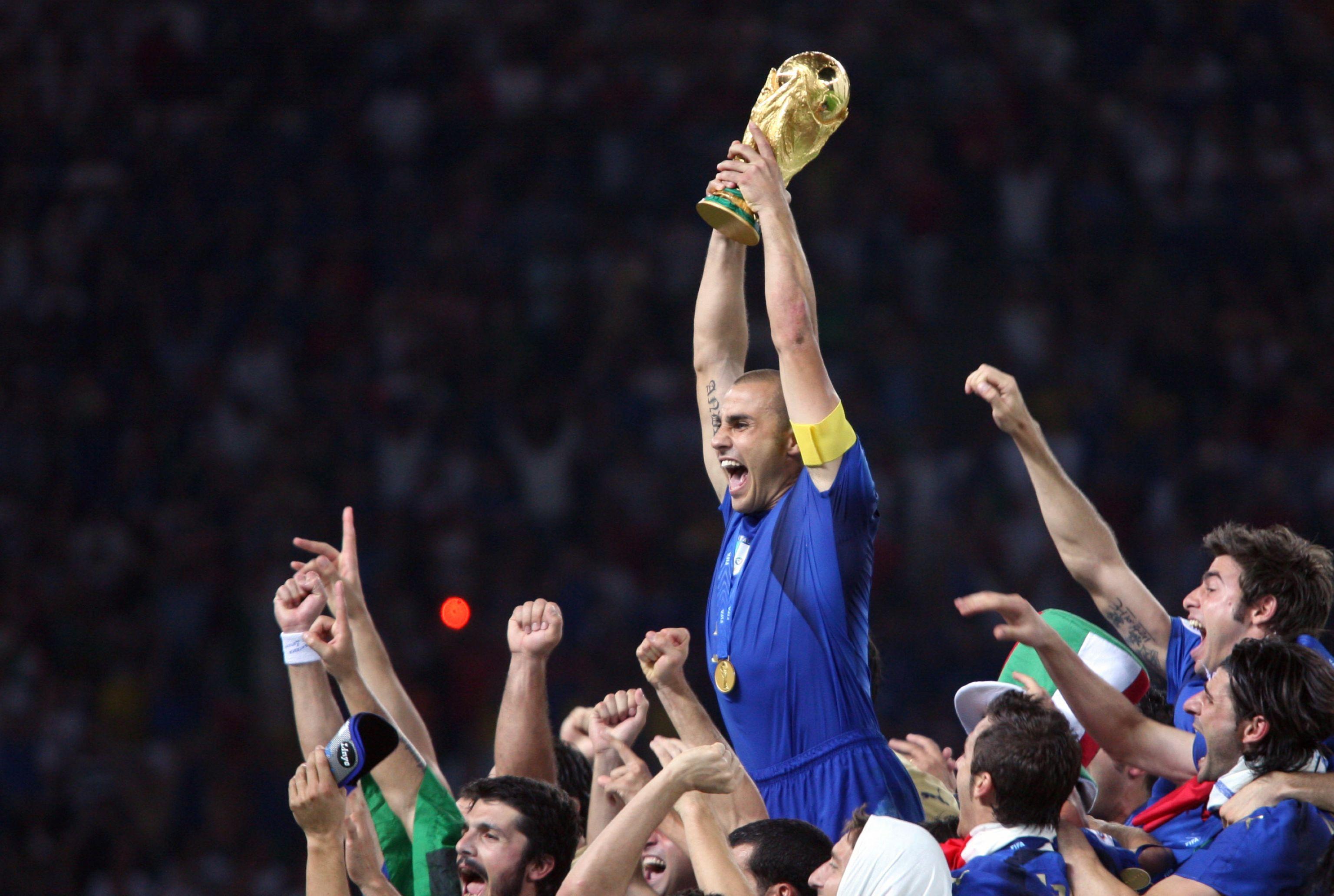足球球员_世界杯百大传奇NO.51:金球铁卫卡纳瓦罗_巴西世界杯