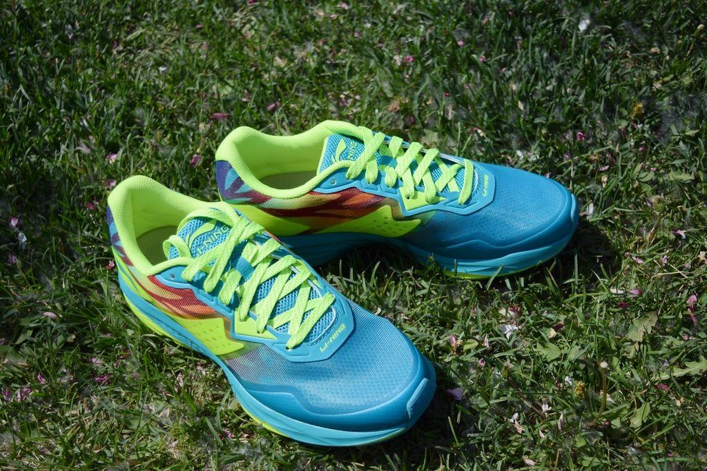二代_整体总结:实际体验之后,这双李宁的云二代跑鞋的性能表现可圈可点.