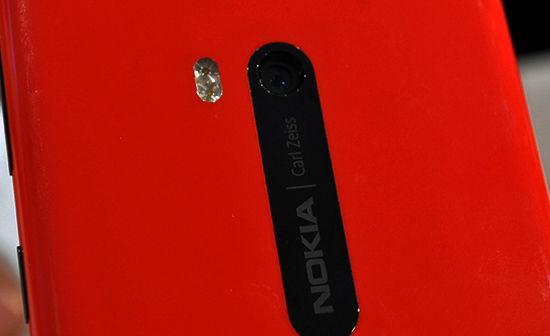 诺基亚产的WP8原型机亮相