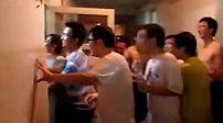 男生集体冲进女生宿舍