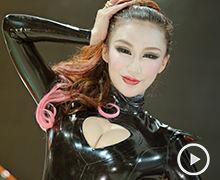 2012广州车展陆风车模爆胸出镜