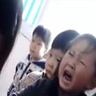幼师让孩子排队打手心