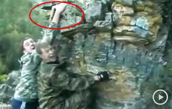 男子徒手攀岩拍照失手坠崖摔死