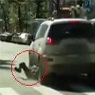 男子横卧斑马线遭司机碾压