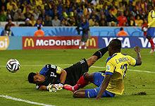 第076球:洪都拉斯后卫失误丢球