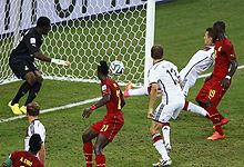 第082球:克洛泽捅射破门平纪录