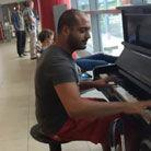 钢琴师机场炫技震惊四座