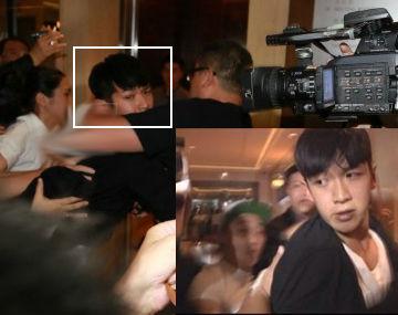 实拍:柯震东抵达酒店险与记者发生冲突