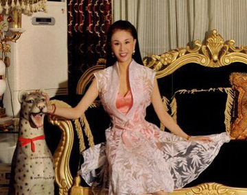 刘翔岳母低胸性感照曝光 曾是模特队队长