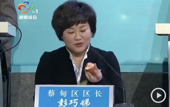 实拍区长吃被污染橘子