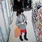 女孩超市偷舔哈根达斯